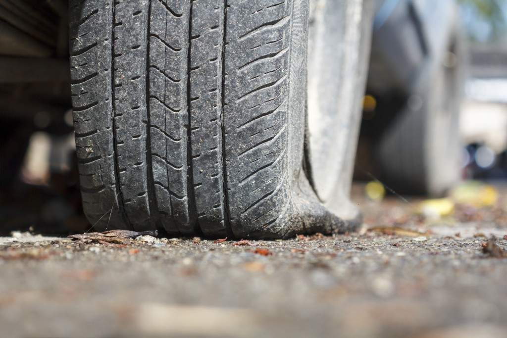 Can You Drive on a Flat Tire? - Kal Tire